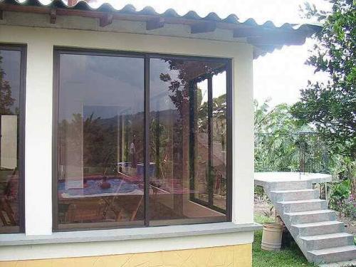 Puerta ventana en aluminio sistema 80-25